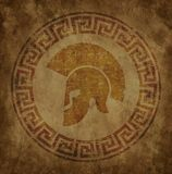 Spartanischer Sturzhelm eine Ikone auf altem Papier im Artschmutz, wird in der antiken griechischen Art herausgegeben Lizenzfreie Stockfotos