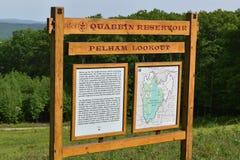 Spartiacque del bacino idrico di Quabbin, regione rapida di Quabbin River Valley di Massachusetts, Stati Uniti, Stati Uniti, fotografie stock libere da diritti
