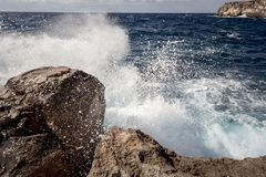 Spasl grande da água no mar Mediterrâneo imagem de stock