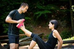 Spasmo del muscolo - dopo addestramento di sport Immagini Stock Libere da Diritti
