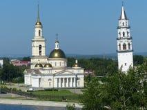 Spaso-Preobrazhensky kathedraalkerk in het gebied van leunende torennevyansk Sverdlovsk De orthodoxe architectuur van Rusland royalty-vrije stock afbeeldingen