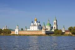 Spaso-Yakovlevsky修道院,罗斯托夫看法从涅罗湖的伟大, 库存照片