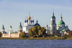 Spaso-Yakovlevsky修道院,罗斯托夫看法从涅罗湖的伟大 免版税库存照片