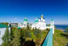 Spaso-Yakovlevsky kloster och Zachatievsky domkyrka i Rostov, Yaroslavl oblast, Ryssland Fotografering för Bildbyråer