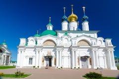 Spaso-Yakovlevsky kloster och Zachatievsky domkyrka i Rostov, Yaroslavl oblast, Ryssland Royaltyfri Fotografi