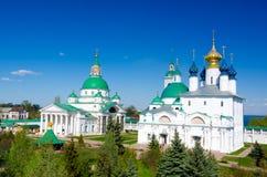 Spaso-Yakovlevsky kloster och Zachatievsky domkyrka i Rostov, Yaroslavl oblast, Ryssland Royaltyfria Bilder