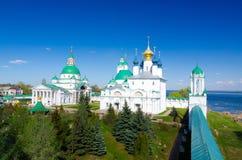 Spaso-Yakovlevsky kloster och Zachatievsky domkyrka i Rostov, Yaroslavl oblast, Ryssland Arkivfoto