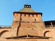 Spasskaya塔& x28; 15世纪& x29;在诺夫哥罗德伟大的克里姆林宫在俄罗斯 免版税库存图片
