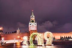 Spasskaya 2019 i wierza Zima Moskwa przed bożymi narodzeniami i nowym rokiem obrazy royalty free