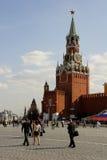 Spasskaya står hög av Kremlin Arkivfoto