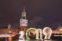 Spasskaya Turm und 2019 Winter Moskau vor Weihnachten und neuem Jahr stockbilder