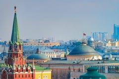 Spasskayaklokketoren en Senaat in het Kremlin in Moskou royalty-vrije stock foto's