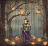 Spassvogel in einem Märchenwald unter Bäumen und Halloween-Kürbisen Stockfoto