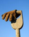Spaten und Handschuh Lizenzfreies Stockfoto