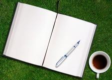 Spatie geopend boek Stock Afbeeldingen