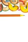 Spatie met gestreepte potlood en spaanders Stock Afbeeldingen