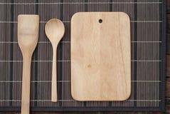 Spatola e tagliere di legno del cucchiaio della cucina Fotografia Stock Libera da Diritti