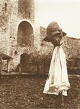 Spaventapasseri a Monteriggioni vicino a Siena negli anni 60 immagini stock