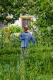 Spaventapasseri nel giardino Fotografia Stock Libera da Diritti