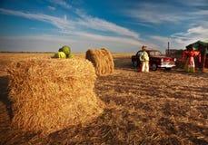 Spaventapasseri nel terreno coltivabile oldcar Fotografie Stock Libere da Diritti