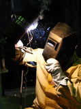Spawacz fabrykuje metal Zdjęcie Royalty Free
