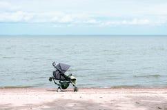 Spaziergänger auf dem Strand Lizenzfreies Stockbild