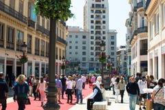 Spaziergang entlang dem roten Teppich lizenzfreies stockbild
