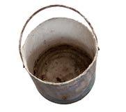 Spazio in bianco arrugginito e sporco del metallo del secchio con il percorso di ritaglio immagini stock libere da diritti