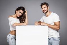 Spazio bianco dei bei modelli di moda per la vostra pubblicit? fotografia stock libera da diritti