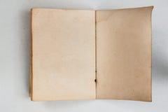 Spazio in bianco del lato aperto del vecchio libro indietro fotografia stock libera da diritti