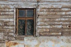 Spazio in bianco dell'annuncio su una vecchia parete di legno nella via fuori immagine stock libera da diritti