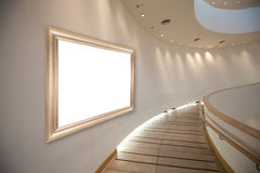 Spazio in bianco della pagina sulla parete nel corridoio della galleria Fotografia Stock Libera da Diritti