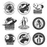 Spazio d'annata, astronautica, etichette di vettore di volo di navetta spaziale, logos, distintivi, emblemi illustrazione di stock