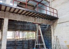 Spazio del mezzanino e di sotto per costruzione Fotografie Stock Libere da Diritti