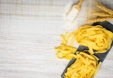 Spazio della copia della pasta di tagliatelle Fotografia Stock