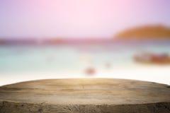 Spazio dello scrittorio il lato della spiaggia ed il giorno soleggiato Fotografia Stock Libera da Diritti