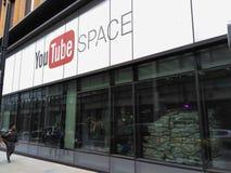 Spazio di Youtube a Londra, facciata anteriore esteriore di costruzione fotografia stock