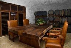 Spazio dinning della cantina per vini immagine stock libera da diritti
