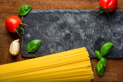 Spazio giallo della copia e degli spaghetti Immagini Stock