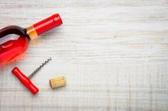 Spazio rosso della copia e di Rose Wine Bottle Immagine Stock Libera da Diritti