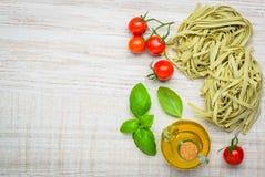 Spazio verde della copia della pasta del Fettuccine di tagliatelle Immagine Stock