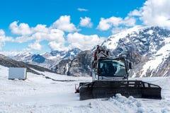 Spazzaneve nelle alte alpi Austria Fotografie Stock Libere da Diritti