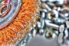 Spazzola della ruota con le viti ed i bulloni Fotografia Stock Libera da Diritti