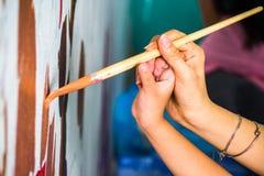 Spazzola di disegno sulla parete Immagine Stock