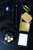 Spazzola e cosmetici di trucco Fotografia Stock