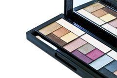 Spazzola e cosmetici, su un fondo bianco isolato Fotografie Stock
