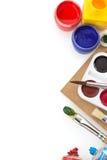 Spazzola e pittura su bianco fotografie stock