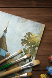 Spazzola e pittura sul legno fotografie stock libere da diritti