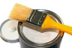 Spazzola e vaso di pittura aperto Fotografie Stock Libere da Diritti