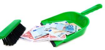 Spazzola, mestolo e soldi (euro). immagini stock libere da diritti